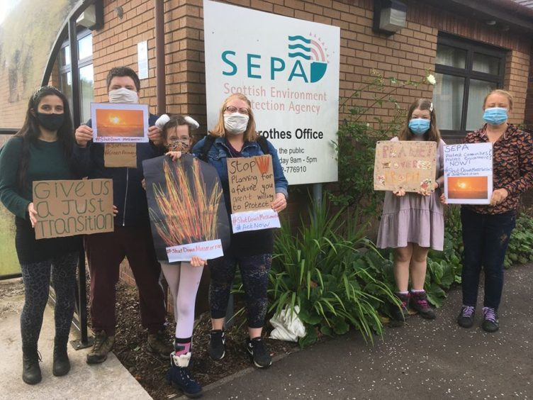 Fife climate activists take Mossmorran concerns to SEPA's door