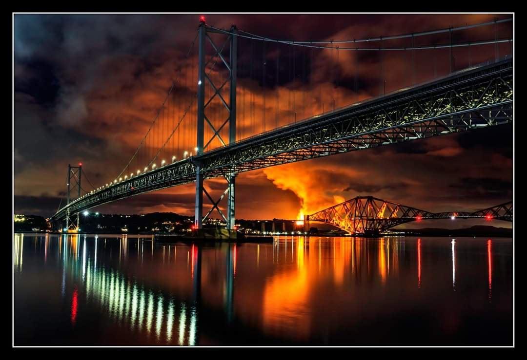 Flaring at Mossmorran and the Bridges, captured by Simon Douglas : Edinburgh
